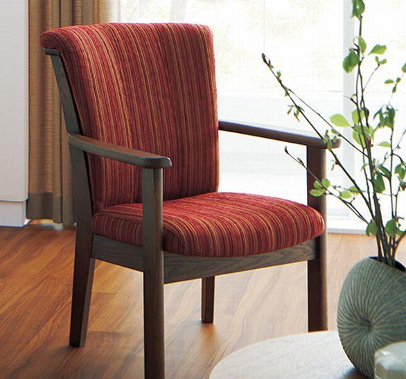 ウォールナットの肘掛け椅子