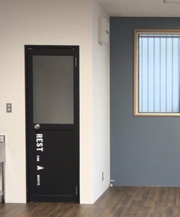 撮影スタジオ ドア